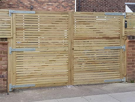Bespoke lateral trellis driveway gate