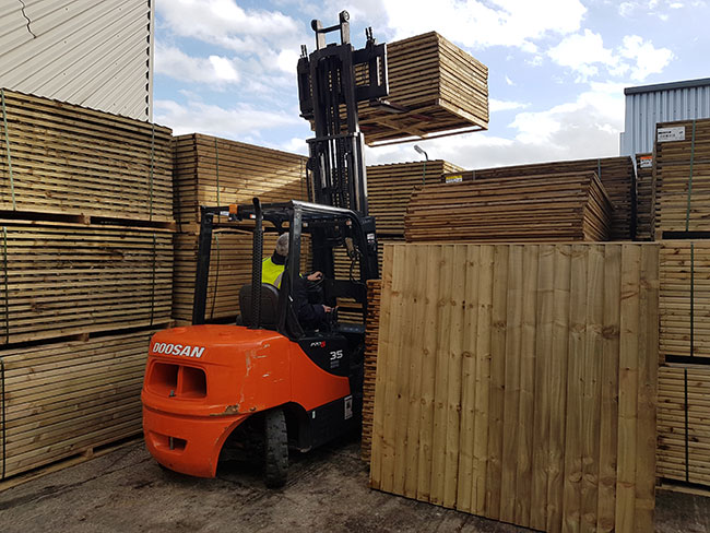 Fencing London delivery