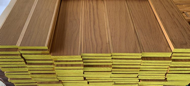 Lignia decking